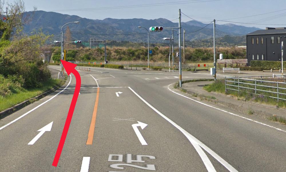 ⑤ 県道212号線を道なりに直進